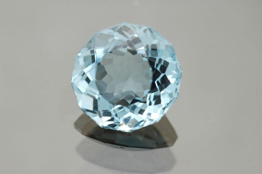 Beneficios de la turmalina de color azul