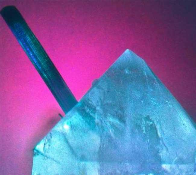 Cuarzo turmalñinado azul para el amor